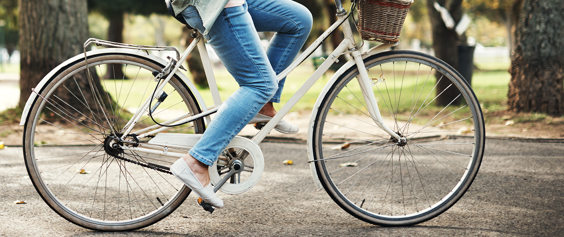 woman_riding bicycle_slider_1900x800